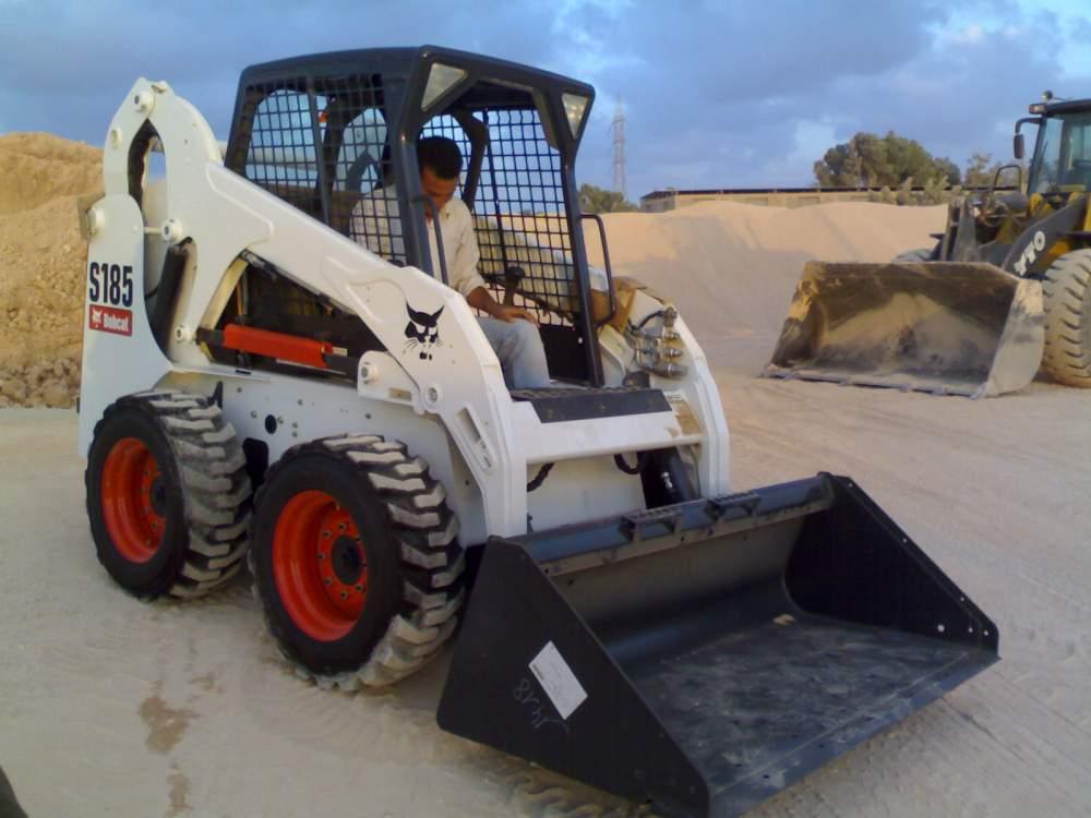 معدات تحريك وتسوية التربة