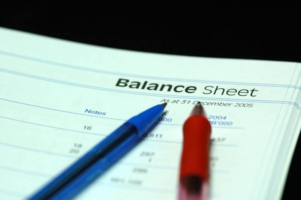 طلب اعداد الميزانيات والحسابات الختامية.
